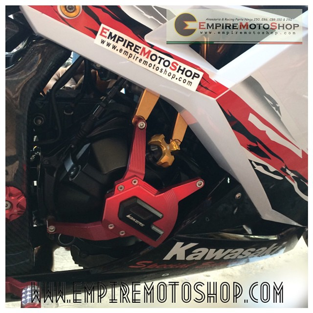 Cover Engine Bikers Red Kawasaki Ninja 250 FI (Taiwan) Terpasang